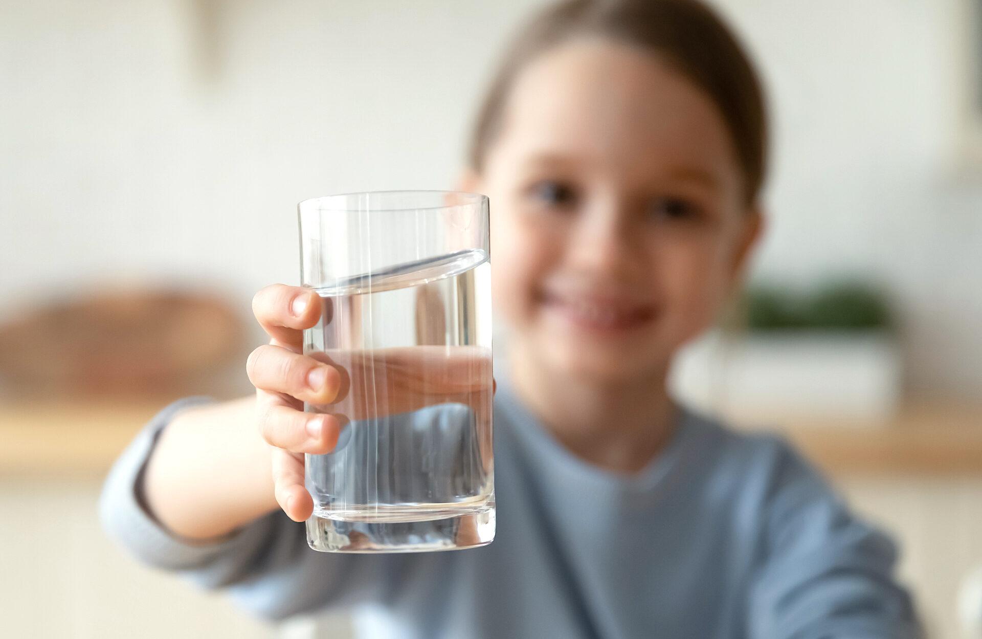https://www.vdskc.de/wp-content/uploads/2021/08/Wasser-trinken-1920x1249.jpg